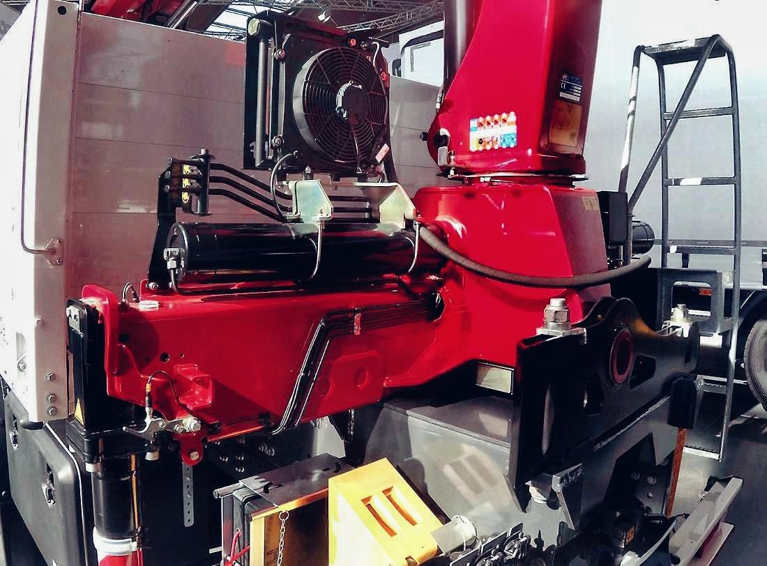 Hydraulikölkühler am Laster zur Kühlung von Hydrauliköl.
